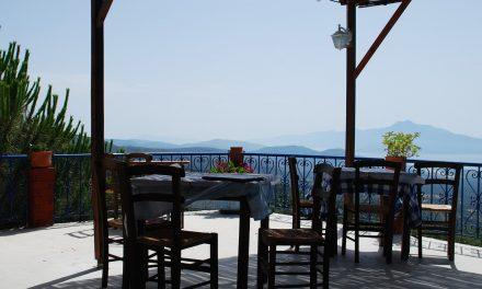 Comment entretenir votre terrasse conçue avec des caillebotis ?