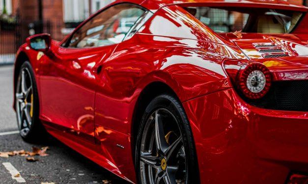 Transformez-vous en Flash MacQueen avec une voiture télécommandée