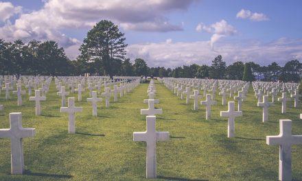 Pour rendre un dernier hommage à vos proches disparus, personnalisez leurs monuments funéraires