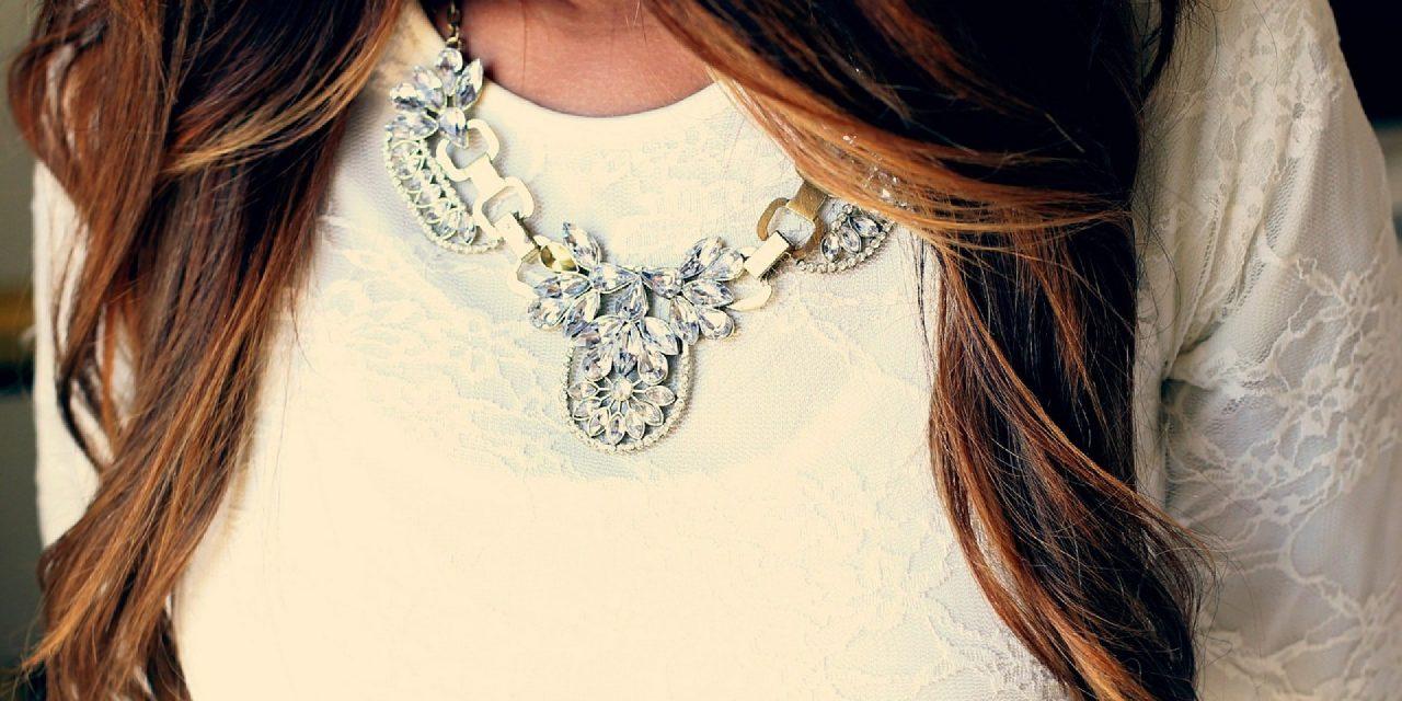 Bijoux fantaisie et autres accessoires de mode