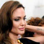 Les tatouages d'Angelina Jolie: quelle histoire ou signification couvrent-t-ils?
