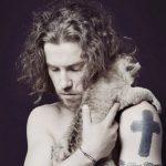 Que signifient les tatouages de Julien Doré ?