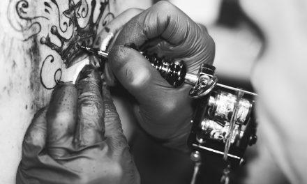 Quelles sont les différentes significations du tatouage de couronne ?