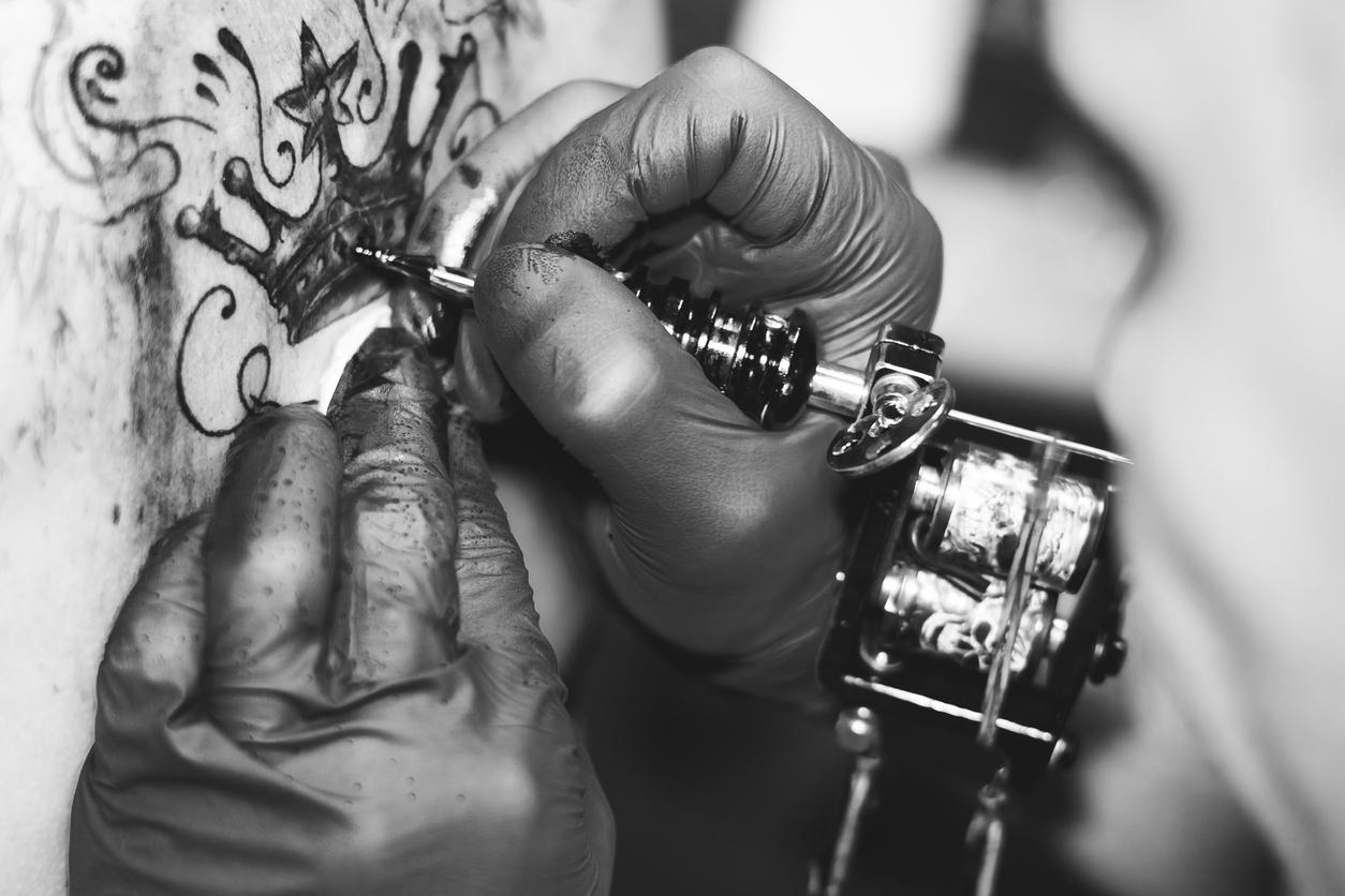 Quelles sont les différentes significations du tatouage de couronne