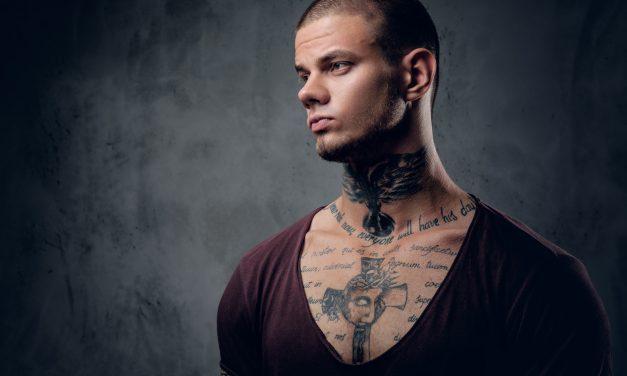 Un tatouage dans le cou : quelles sont ses particularités ?